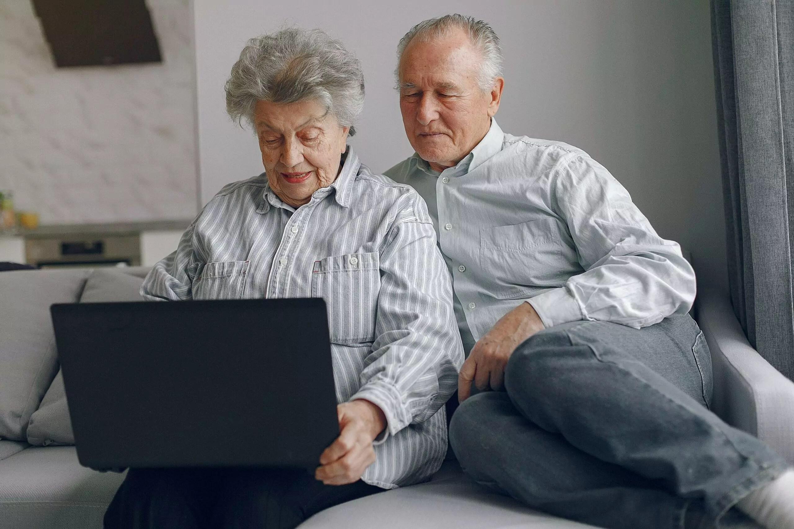 Dois idosos