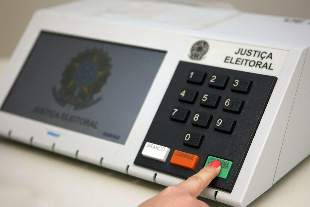 Foto mostra urna eletrônica para eleições 2020 - história da urna eletrônica