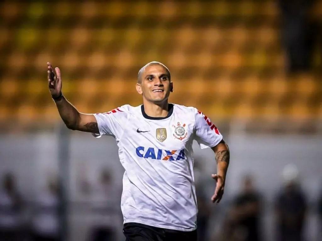 Fábio Santos chega para sua segunda passagem no Corinthians