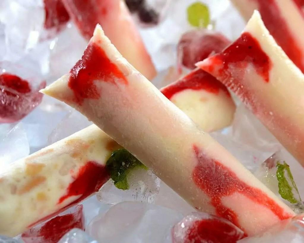 geladinho de leite ninho com morango
