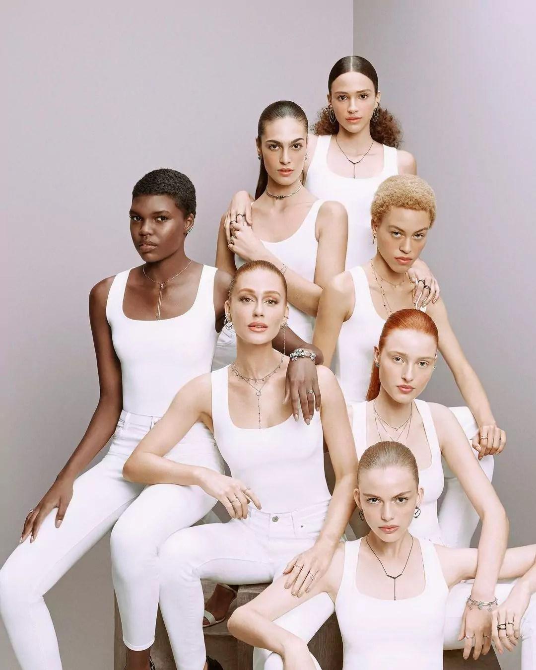 Imagem mostra Marina Ruy Barbosa ao lado de várias modelos em campanha de marca de joias
