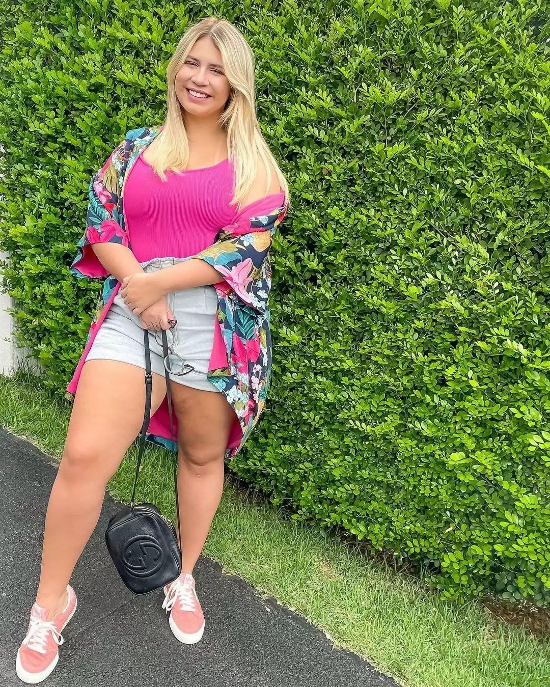 Imagem mostra a cantora Marilia Mendonça