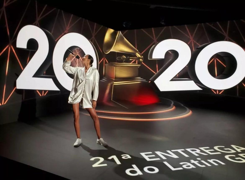Imagem mostra Lais Ribeiro ensaiando para o Latin Grammy Premiere