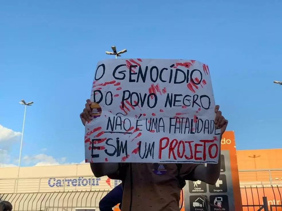 manifestantes protestos carrefour em porto alegre