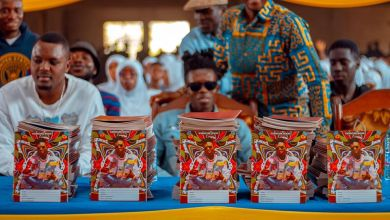 Photo of Strongman Donates Books To his Alma Mater; Pledges To Donate 5000 more to others