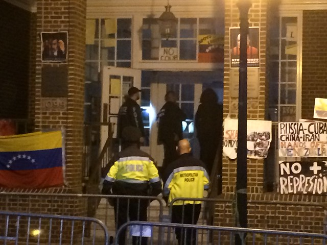 """Officers labelled only as """"Federal Agents"""" enter the embassy with attorney Mara Verheyden-Hilliard"""