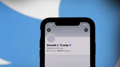 Photo of تويتر وفيس بوك يعلقان حسابات دونالد ترامب لمدة 24 ساعة