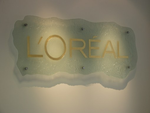 L'Oreal | Glass Logo
