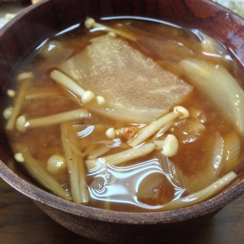 th_エノキと玉ねぎの味噌汁