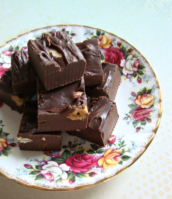 Chocolade fudge met pure chocolade en gecondenseerde melk