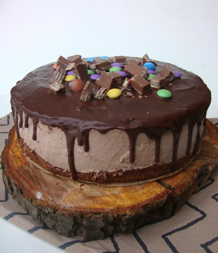 KitKat Chocolademelk taart met Smarties