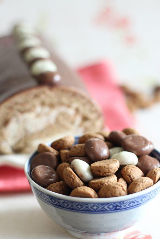 Pepernoten cakerol met ganache