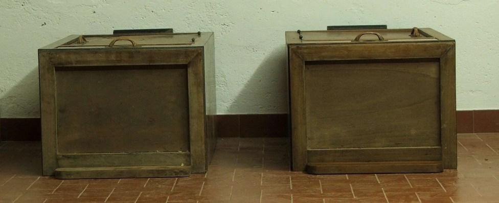 Restoration bedside tables veneered walnut 1930
