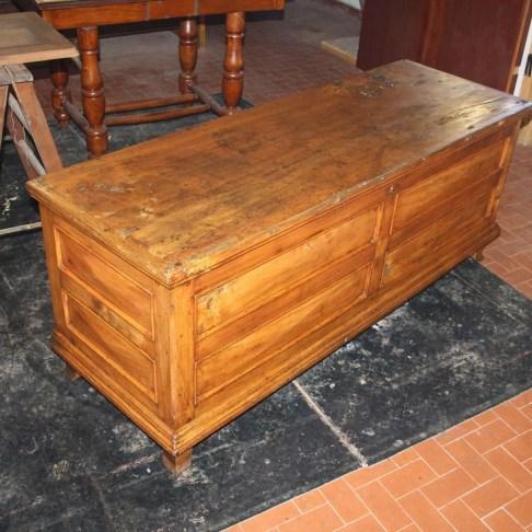 3. Immagini del restauro di una cassapanca in legno di pioppo inizi novecento
