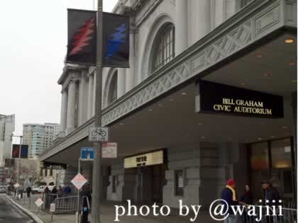 RT @wajiii: Lightning bolt banners adorn all the street lights around Bill Graham Civic