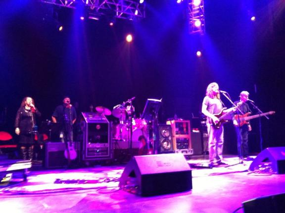 This pictures speaks volumes.   The band completes the show without Bob Weir on stage.