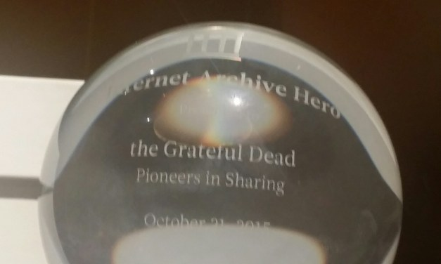 """Internet Archive awards Grateful Dead """"Pioneers In Sharing"""" Award – @JPBarlow on hand to accept"""