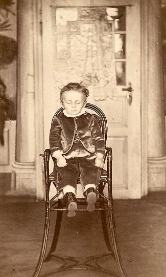 Jongenstoel - De geschiedenis van Postmortale Fotografie
