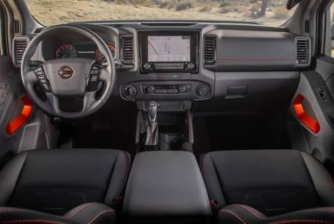 Nissan Frontier 2022: interior