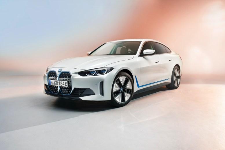 El BMW i4 es el primer sedán eléctrico de la marca y estará disponible este 2021