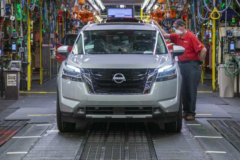 Nissan Pathfinder 2022 en línea de montaje