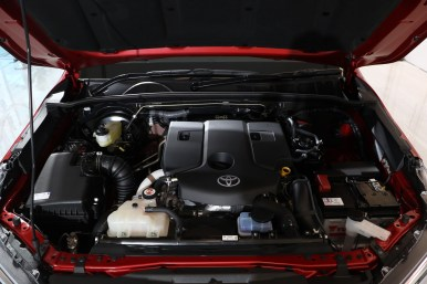 Toyota Hilux GR-Sport 2022 low rider motor