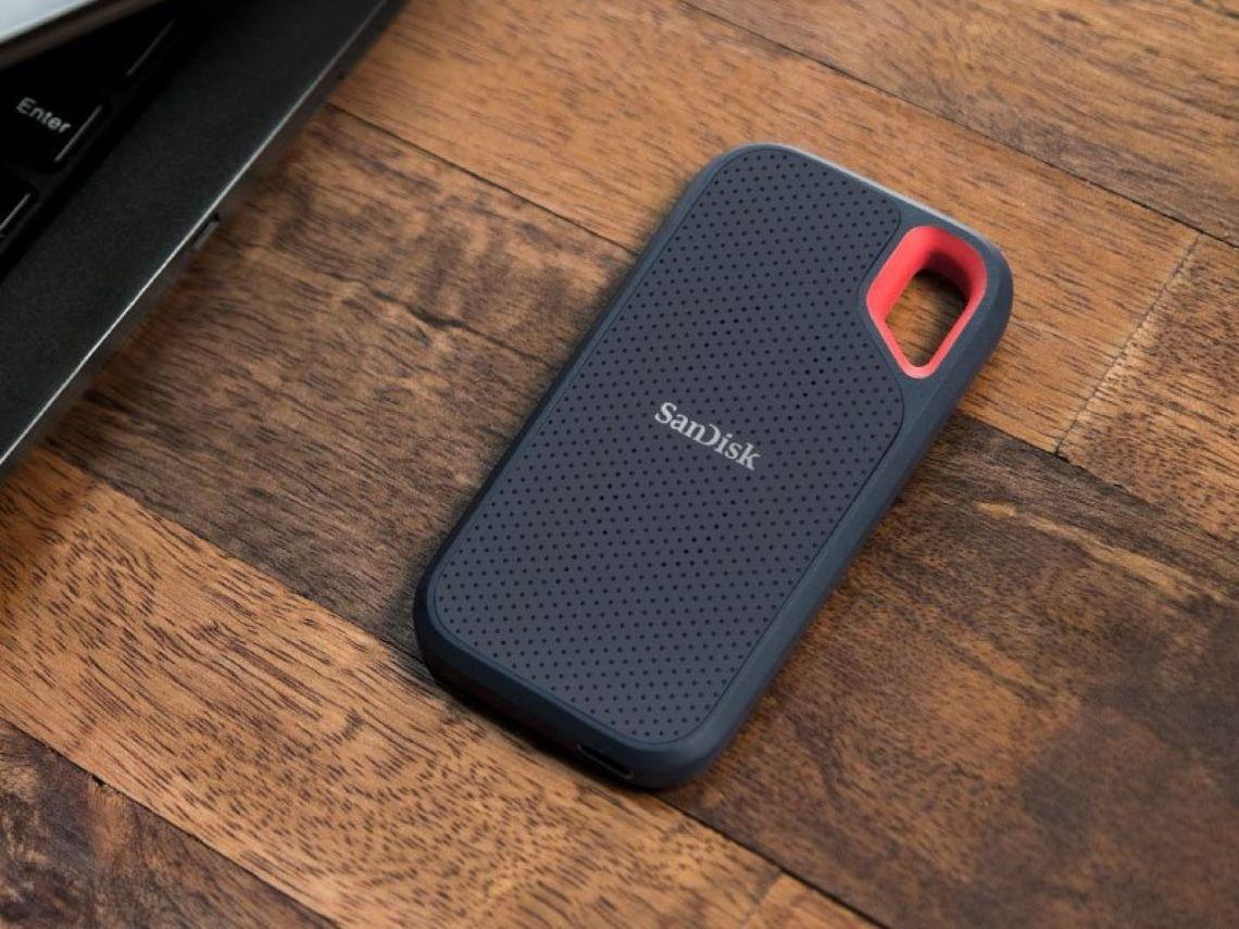 Amazon.com: SanDisk 250GB Extreme Portable SSD - SDSSDE60-250G-G25: Computers & Accessories