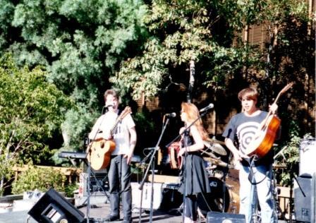 Three Chills: Martin Phillipps, Lisa Mednick, Steven Schayer. At the Warner Bros. patio, 1992.