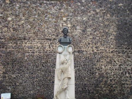 Memorial to Edith Cavell outside Norwich Cathedral