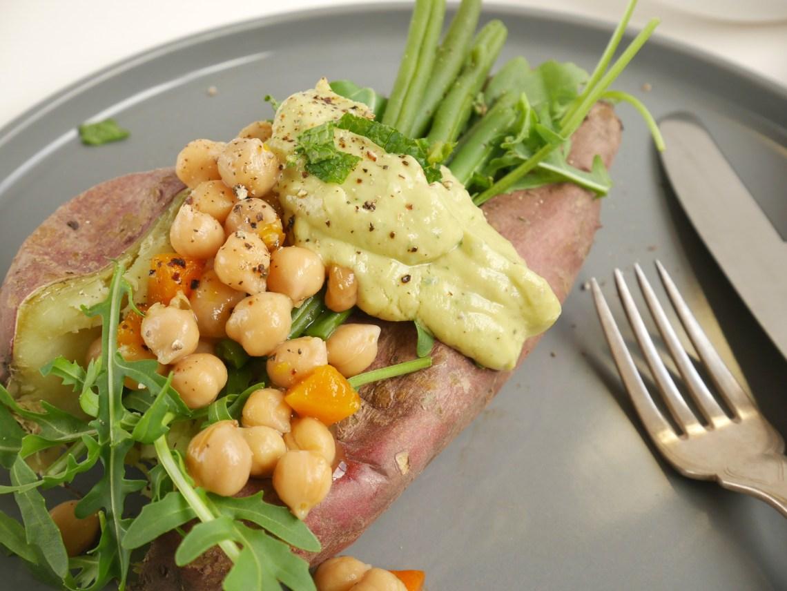 Zoete aardappel met kikkererwten, haricots verts en rucola