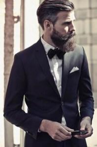Manners-Stijlinspiratie-de-contrasterende-Suit-and-Beard-combinatie-1