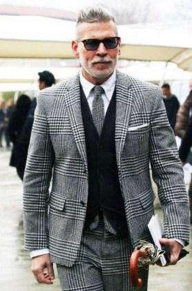 Manners-Stijlinspiratie-de-contrasterende-Suit-and-Beard-combinatie-14