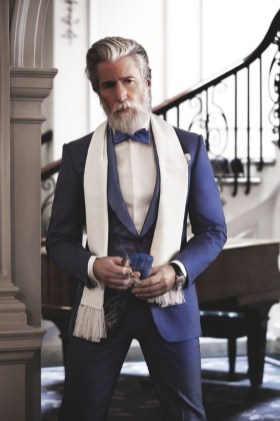 Manners-Stijlinspiratie-de-contrasterende-Suit-and-Beard-combinatie-15