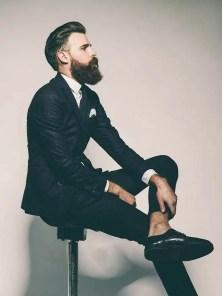 Manners-Stijlinspiratie-de-contrasterende-Suit-and-Beard-combinatie-2