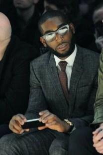 Manners-Stijlinspiratie-de-contrasterende-Suit-and-Beard-combinatie-23