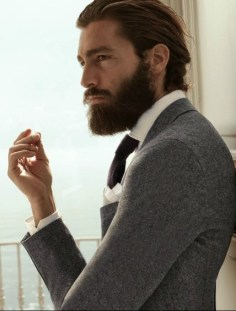 Manners-Stijlinspiratie-de-contrasterende-Suit-and-Beard-combinatie-25