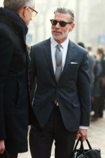 Manners-Stijlinspiratie-de-contrasterende-Suit-and-Beard-combinatie-28
