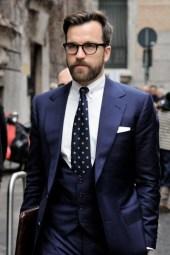 Manners-Stijlinspiratie-de-contrasterende-Suit-and-Beard-combinatie-37