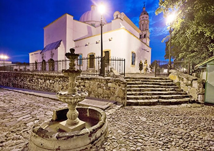 Mocorito is located between majestic hills and has a beautiful architecture of the seventeenth century.