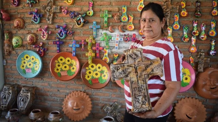 The sale of clay figures has become over time a new tourist attraction of the municipality. (Víctor Hugo Olivas)