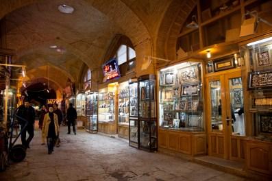 市集內賣工藝品的商店