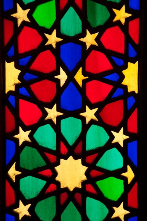 很漂亮的彩色玻璃,一般在清真寺是不常見到