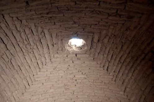 傳統的屋頂上開了小天窗,可讓陽光射進來