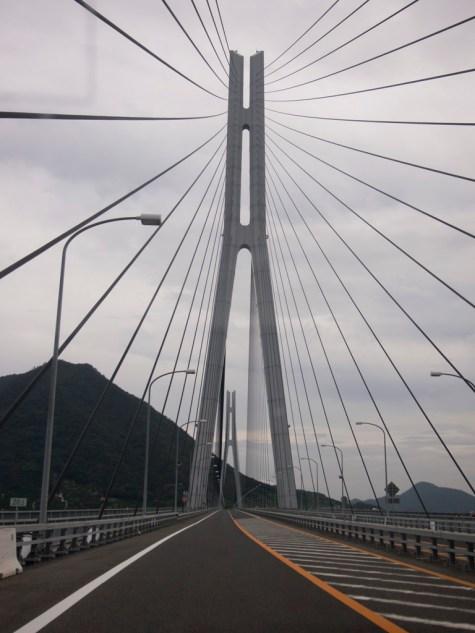 多々羅大橋是一條斜張橋
