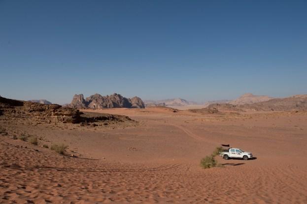 一望無際的酒紅色沙漠