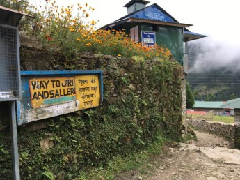 The intersection near Lukla. It takes another week going to Jiri from Lukla, and after reaching Jiri, the trail continues to EBC base camp