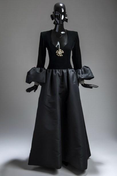 vestido negro givenchy