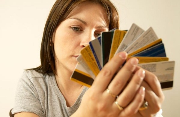 Does having too much credit card debt effect my credit score?