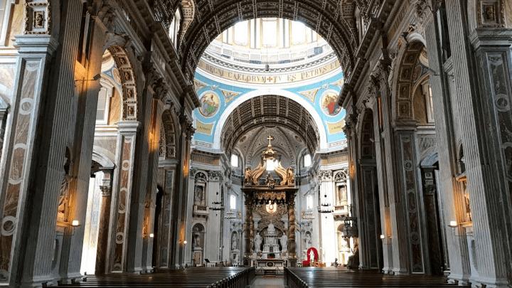 de basiliek van Oudenbosch heeft een imposant interieur - De Canicula