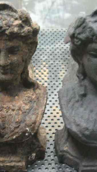 sablage de statue en fonte moulee